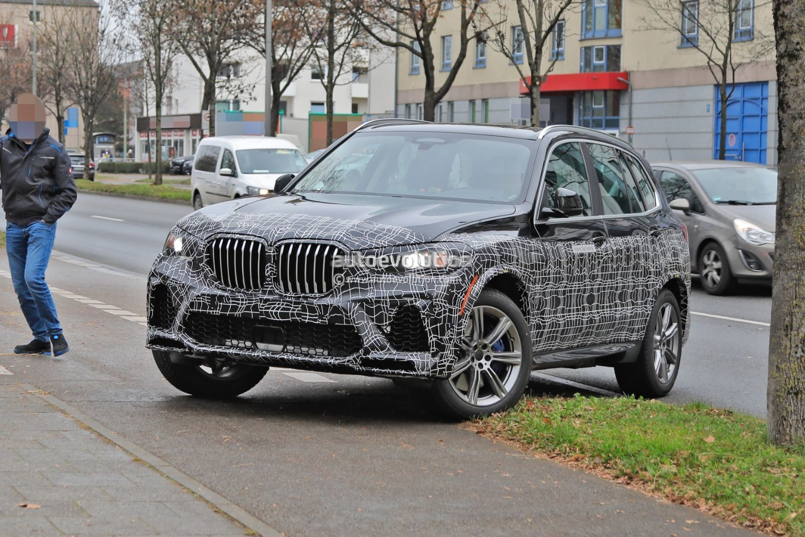 Name:  2023-bmw-x5-lci-plug-in-prototype-caught-during-delivery-152025_1.jpg Views: 22068 Size:  389.6 KB