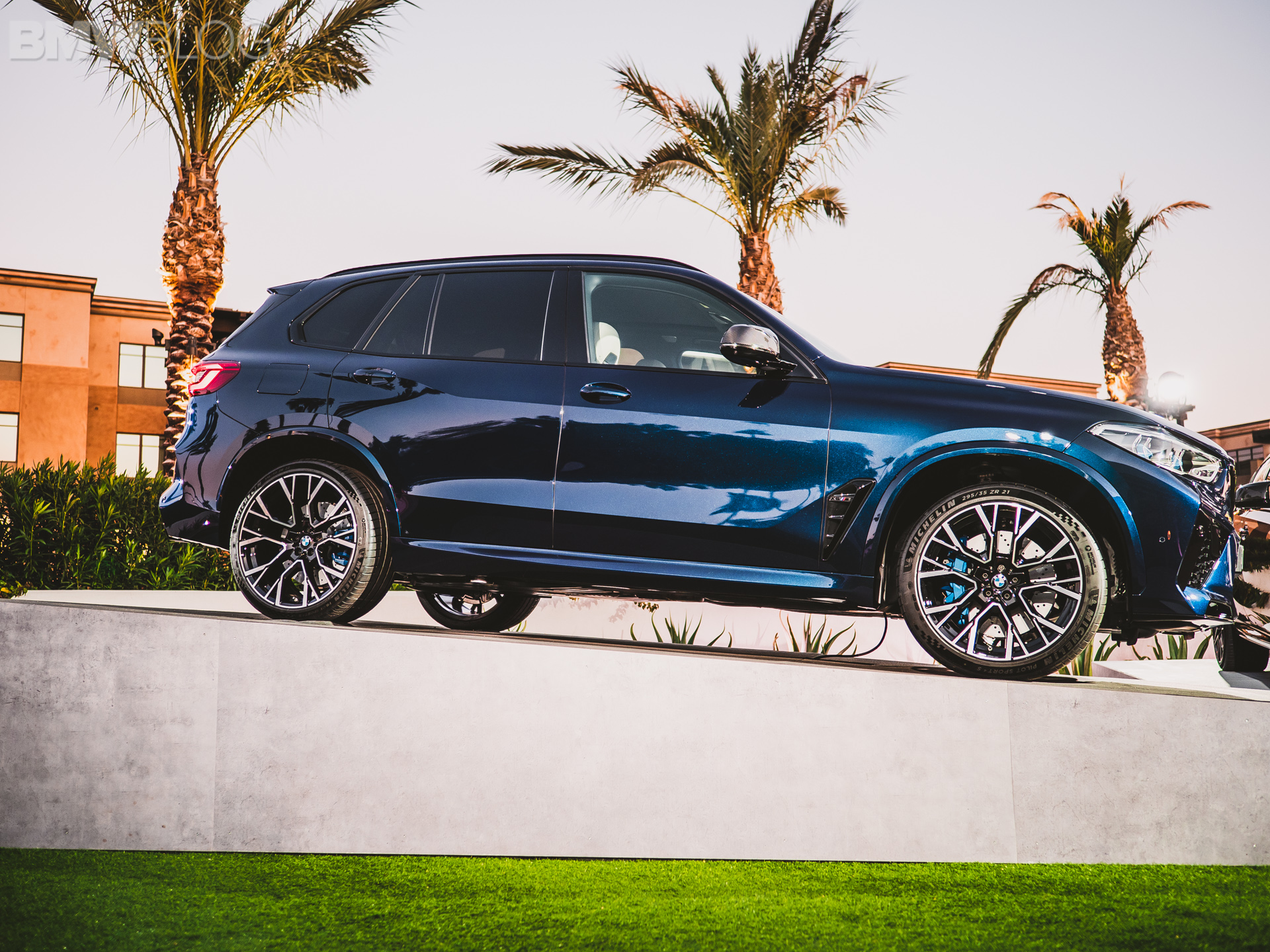 Name:  2020-BMW-X5M-Competition-Tanzanite-Blue-15.jpg