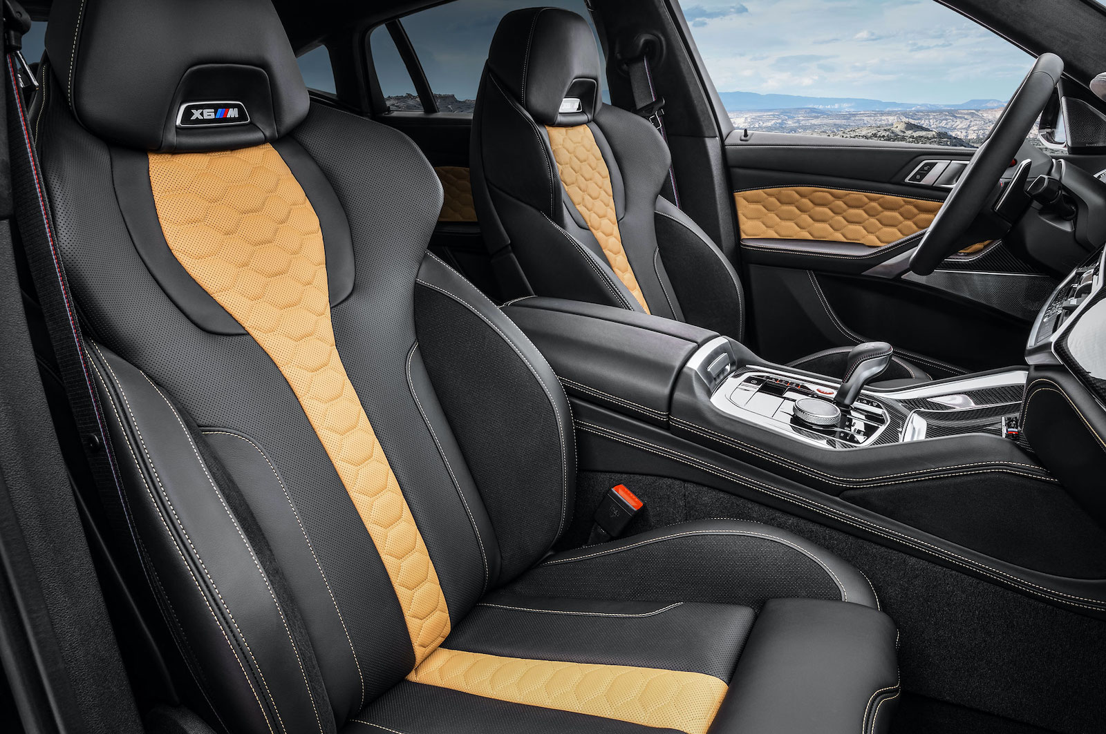 Name:  2020-bmw-x6-m-competition-interior-front-cabin.jpg Views: 3654 Size:  432.1 KB